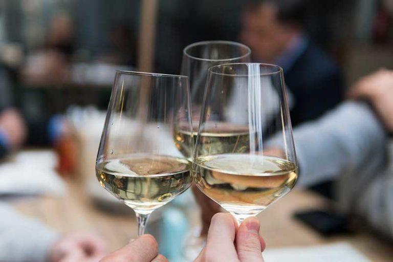 應酬知識分享-你分得出哪杯是白開水哪杯是高粱酒嗎?